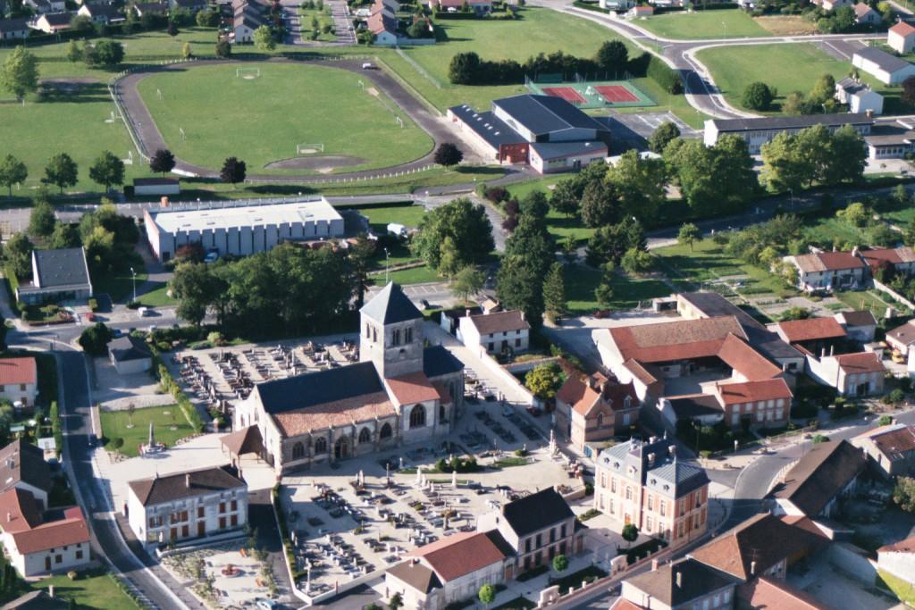 Le centre bourg et les équipements sportifs